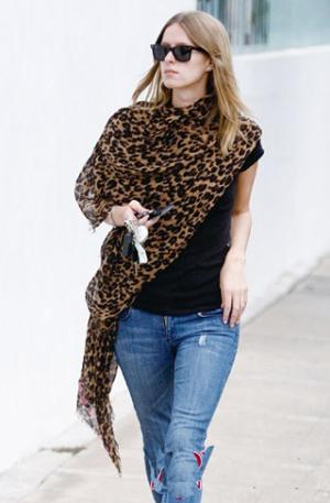 豹纹围巾搭配图片欣赏