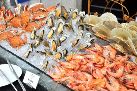 馋了吗,打牙祭吃海鲜不必远走海鲜市场,不必深入大排档略显嘈杂环境.