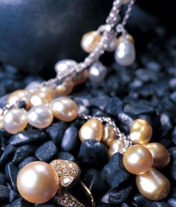 御木本18K金南洋珠钻石项链及戒指