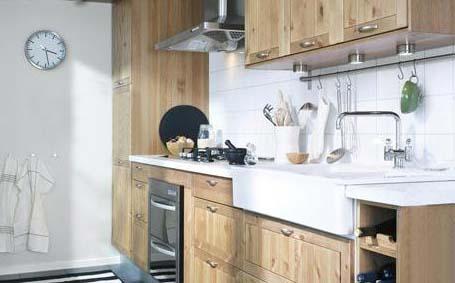简约小厨房的设计布局具有欧式风格