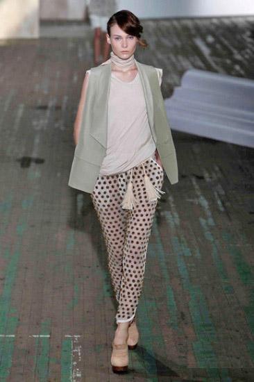 时尚波点图案服装设计大热2011t台秀场