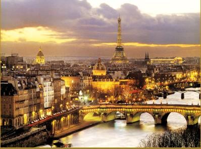 巴黎塞纳河左岸夜景图片 塞纳河横贯巴黎,人们通常把北高清图片