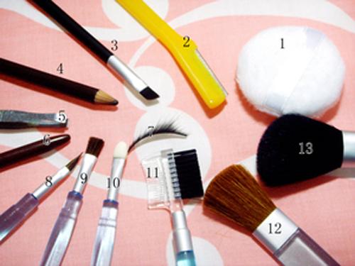 化妆都需要哪些东西_化妆工具需要哪些及使用
