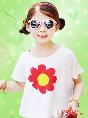 让品牌的童装服饰散发出时尚主流的设计风格,呈现出个性独到的搭配