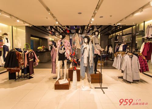 创业开品牌女装店怎么样?年轻女孩卖品牌服装两个月赚了30万