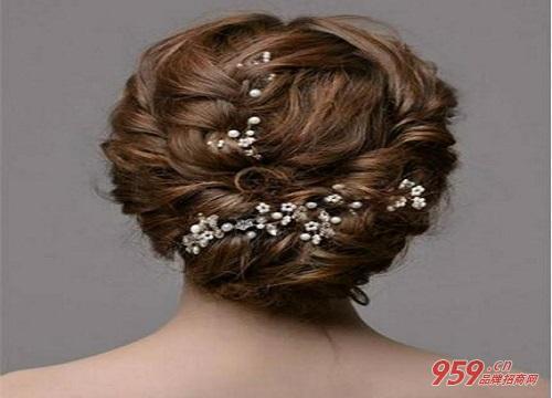 发卡头饰佩戴方法--小发夹   想打造多层次的发型,小发夹帮到你,体积小便于小范围固定,有起到低调的装饰作