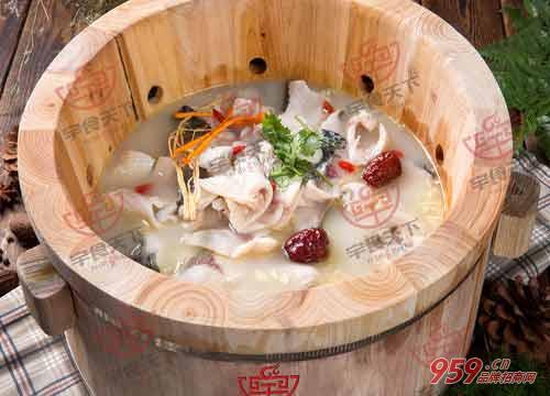 餐饮行业前景如何?宇食天下汤烤喷泉火锅加盟商机无限!