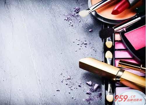 女人三十岁创业开化妆品店要如何加盟开店?