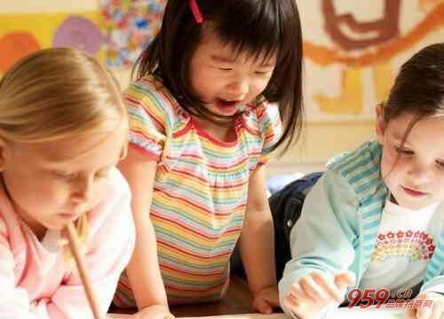 教育培训行业怎么样?早教机构适合多大的孩子?
