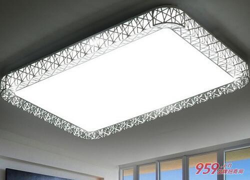 怎么白手起家创业?LED灯饰加盟好做吗?