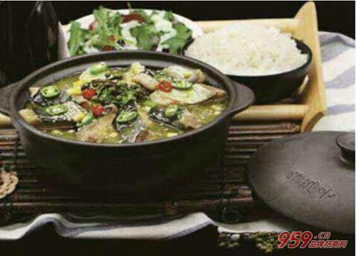 餐饮行业前景如何?非池中土锅焖鱼加盟助你稳居行业上游市场