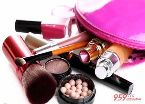 乡镇适合做什么生意?开化妆品加盟店如何招揽顾客进店消费?