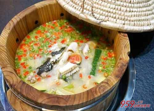 餐饮加盟做什么好?鱼你相伴木桶酸菜鱼快餐怎么样?