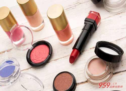 开什么店挣钱?开化妆品加盟店投入资金高吗?