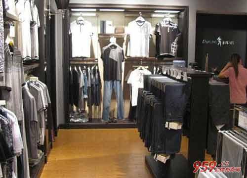 休闲服装加盟店哪个品牌好?加盟与狼共舞品牌好吗?