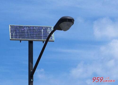 2018最新太阳能路灯生产厂家排名!