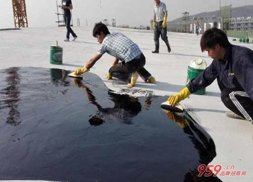 农民工做什么赚钱?投资雨纯防水材料让你创业无忧
