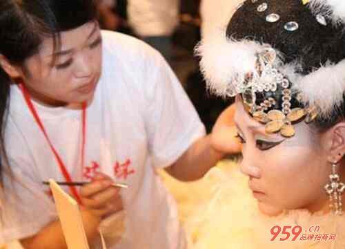 美容美发培训学校哪家比较好?美容美发培训学校发展趋势