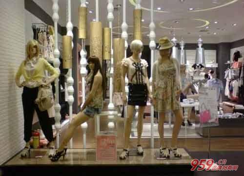 三线城市开朗姿女装专卖店怎么样?如何经营回本快?