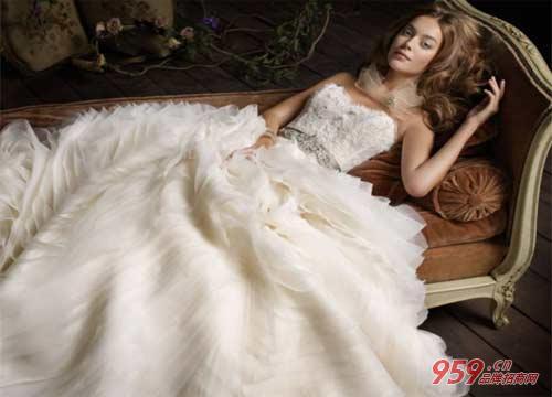 名尚莎婚纱礼服加盟