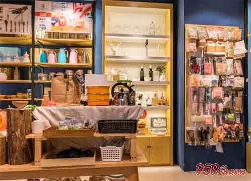 目前开一家奇奇礼品店应该如何选址收益高?