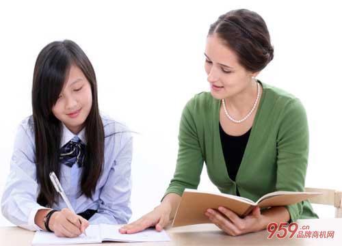 创业投资什么项目好?开少儿英语培训连锁店怎么样?
