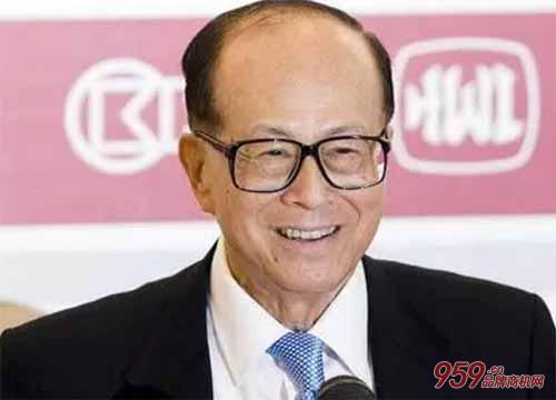 香港首富、长江集团创办人李嘉诚 少年时代的创业基础