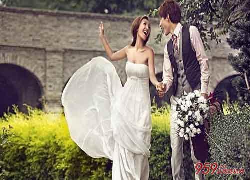 巴黎春天婚纱摄影