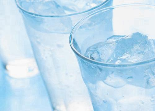 龙饮纯净水