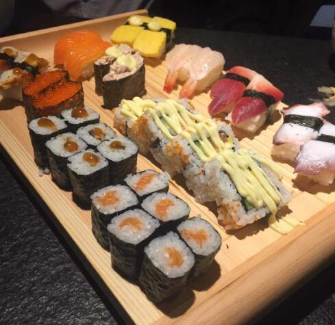 新一番寿司加盟_一碌木寿司加盟费用高吗?投资合理服务又全面