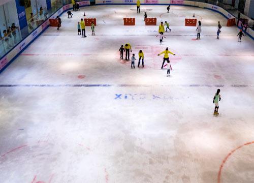 开溜冰场赚钱吗_2019投资开个溜冰场估计需要多少资金?在商场内开溜冰场**吗?_959 ...