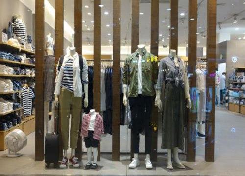 开实体服装店
