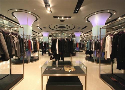 【服装行业如何创业】服装行业前景如何 加盟新佳娜休闲装帮你占据更大的财富市场