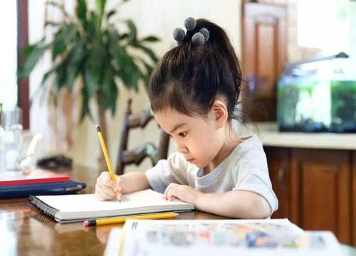 英萌幼儿人工智能教育