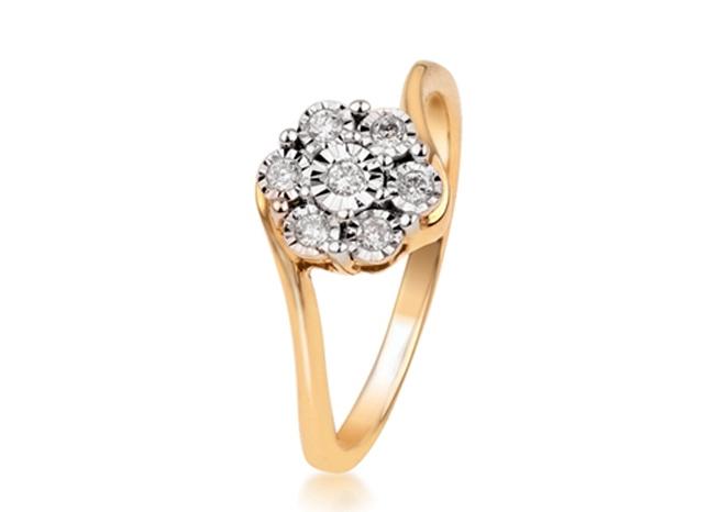 深圳拥有珠宝首饰制造企业两千多家,2008年底   作为国内专业个吃螃蟹的珠宝工厂,欧宝丽从珠宝工厂直接进军珠宝电子商务,打破了以往珠宝加工归加工、零售归零售的格局,让珠宝工厂与顾客直接对接,尊享直接来自珠宝工厂的价格更优惠、款式更时尚的钻石饰品。   传统的珠宝销售模式,是由珠宝工厂将产品卖给批发商、零售商,零售商最后通过商场,加入租金、扣点、装修费、广告费等,最终珠宝零售价会因为流通环节增多不断加高。   欧宝丽首创的F2C珠宝电子商务模式,以大型珠宝工厂资源为依托,一举砍掉传统珠宝产业所有中间